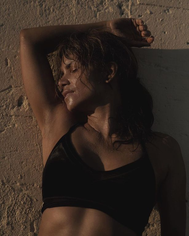 Show Me Halle Berry Naked photo 13