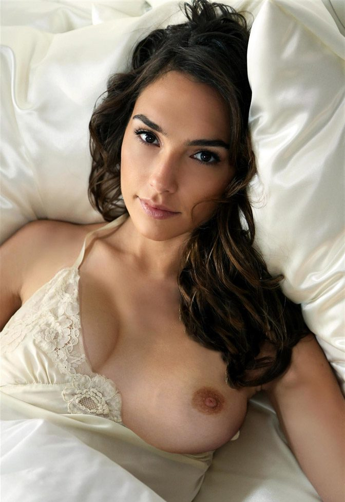 Has Gal Gadot Ever Been Nude? photo 16
