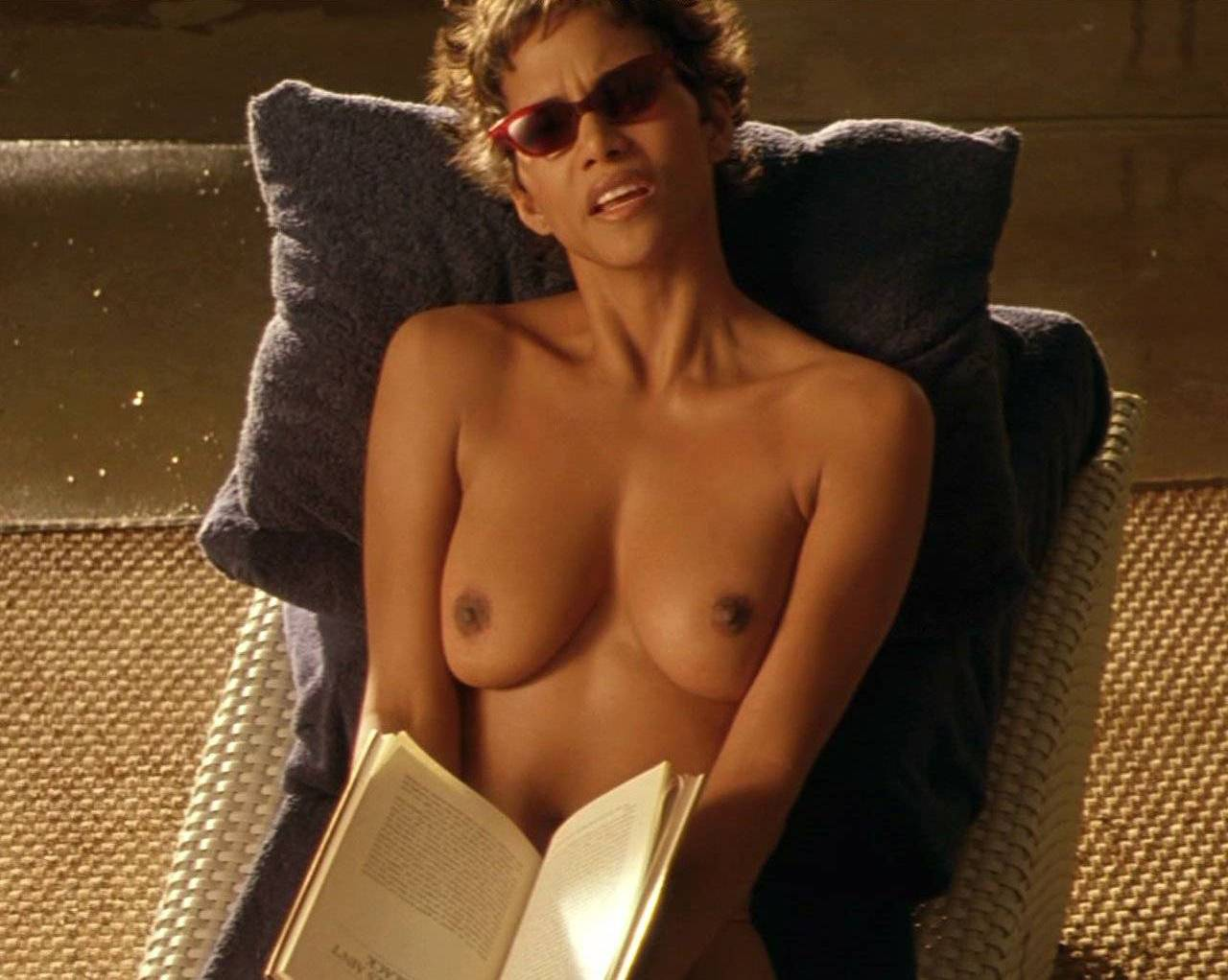 Show Me Halle Berry Naked photo 24