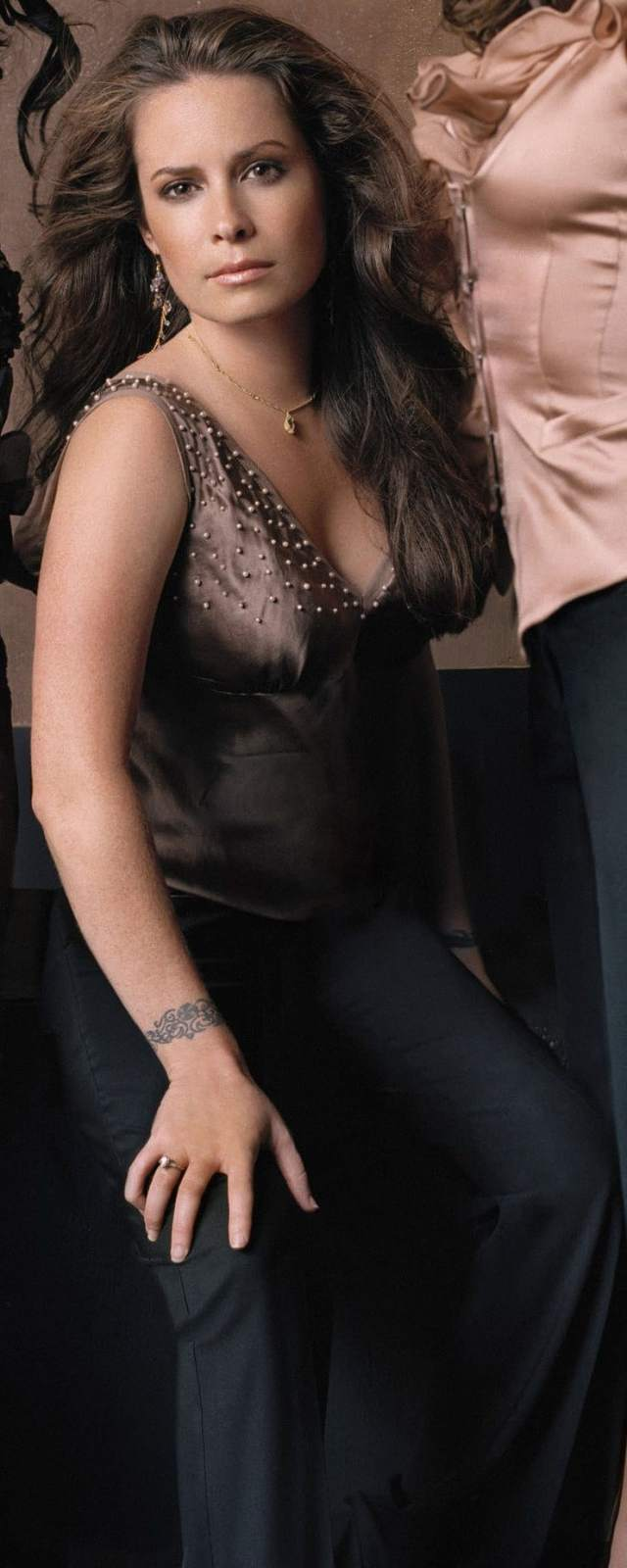 Sexy Holly Marie Combs photo 29