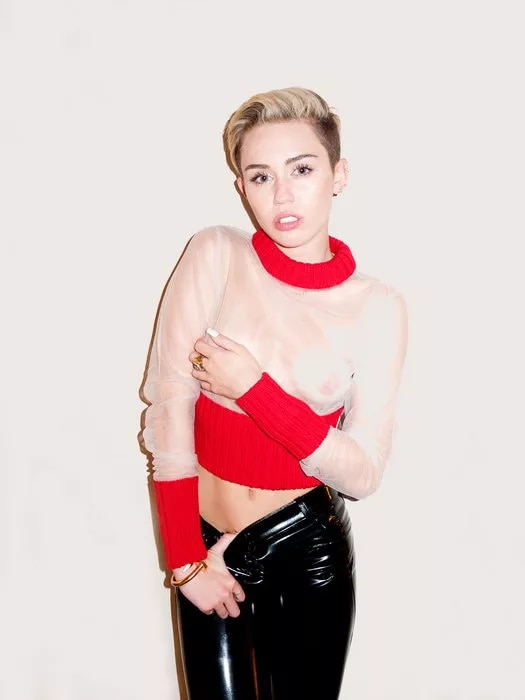 Hot Miley Cyrus Pictures photo 1