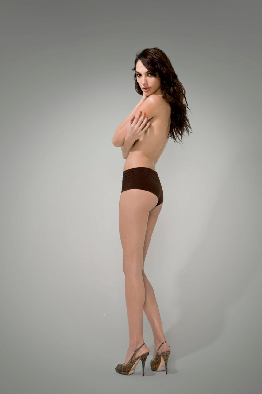 Has Gal Gadot Ever Been Nude? photo 10